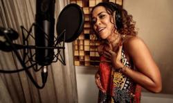 Ana Mametto canta a saudade em novo single e clipe.