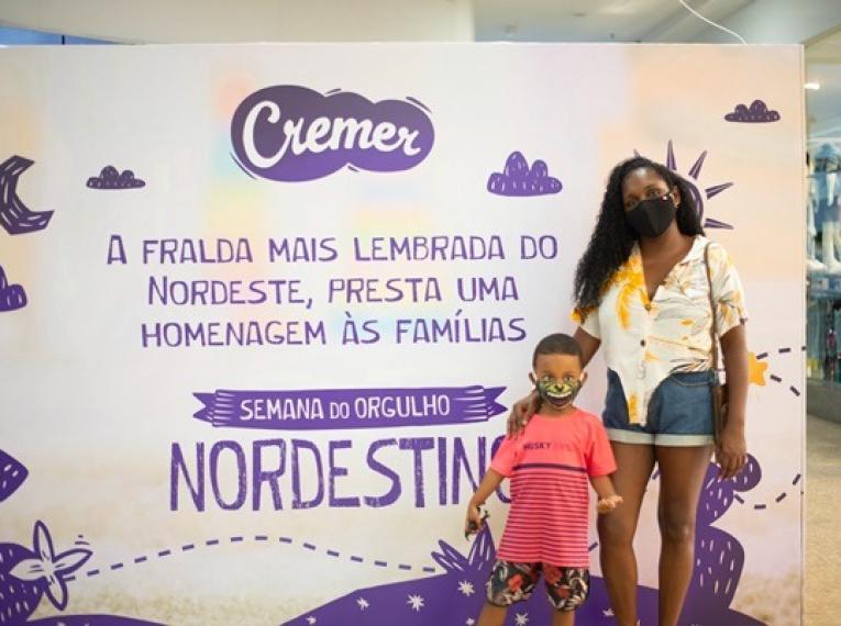 Cremer instala cabines em shoppings de Salvador e João Pessoa e causa curiosidade