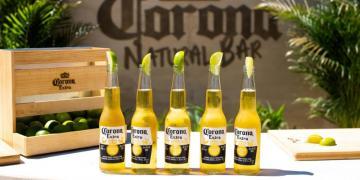 Corona cria o primeiro bar de praia do Brasil feito com ingredientes 100% naturais, assim como sua cerveja