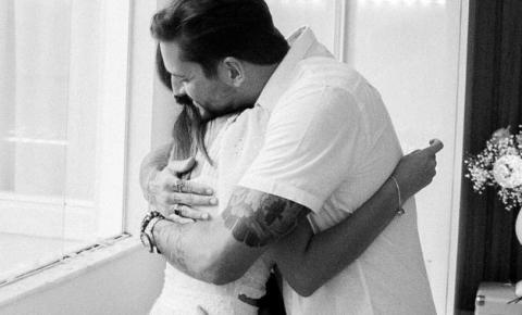 O cantor da Banda Eva, Felipe Pezzoni anuncia que será pai novamente.