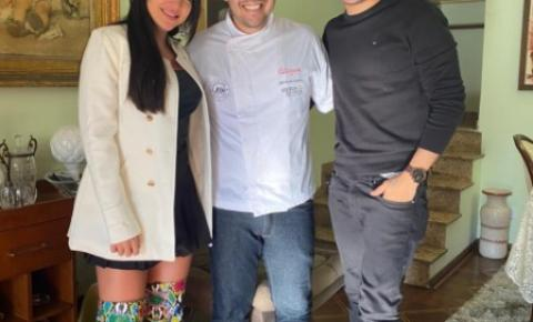 Gabi Martins contrata almoço romântico surpresa de aniversário para Tierry.