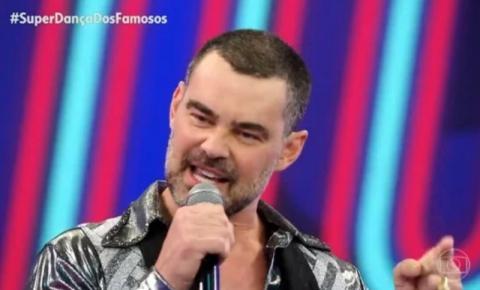 """Carmo Dalla Vecchia faz homenagem ao marido e o filho na """"Super Dança dos Famosos""""."""