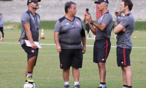 Carlos Amadeu assume e começa a preparação do time para o duelo de sábado (10) no Barradão