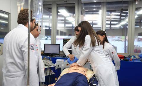Simulação realística na saúde: capacitação para os estudantes e segurança aos pacientes