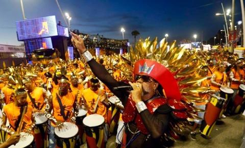 : Carlinhos Brown dá o pontapé inicial ao Carnaval de Salvador