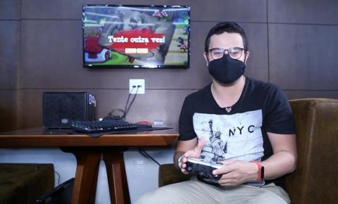 Youtuber Eldo Gomes explora o mundo dos desenvolvedores de jogos digitais em Brasília