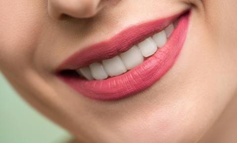 Higiene bucal no confinamento: entenda os riscos de negligenciar a saúde da boca
